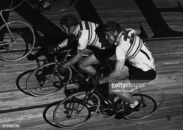 Dutch cyclist Lakeman gives his partner Boeyen a push at the change over in the Wembley 6 day cycle race
