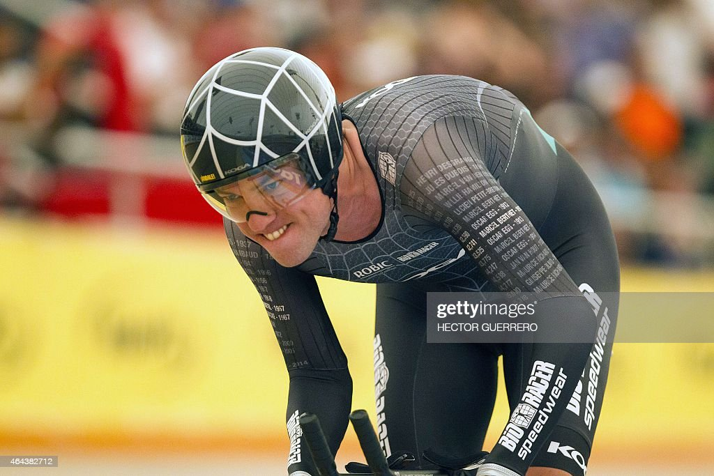 Dutch cyclist Thomas Dekker rides during the UCI world hour record attempt at the bicentennial velodrome in Aguascalientes city on February 25, 2015.