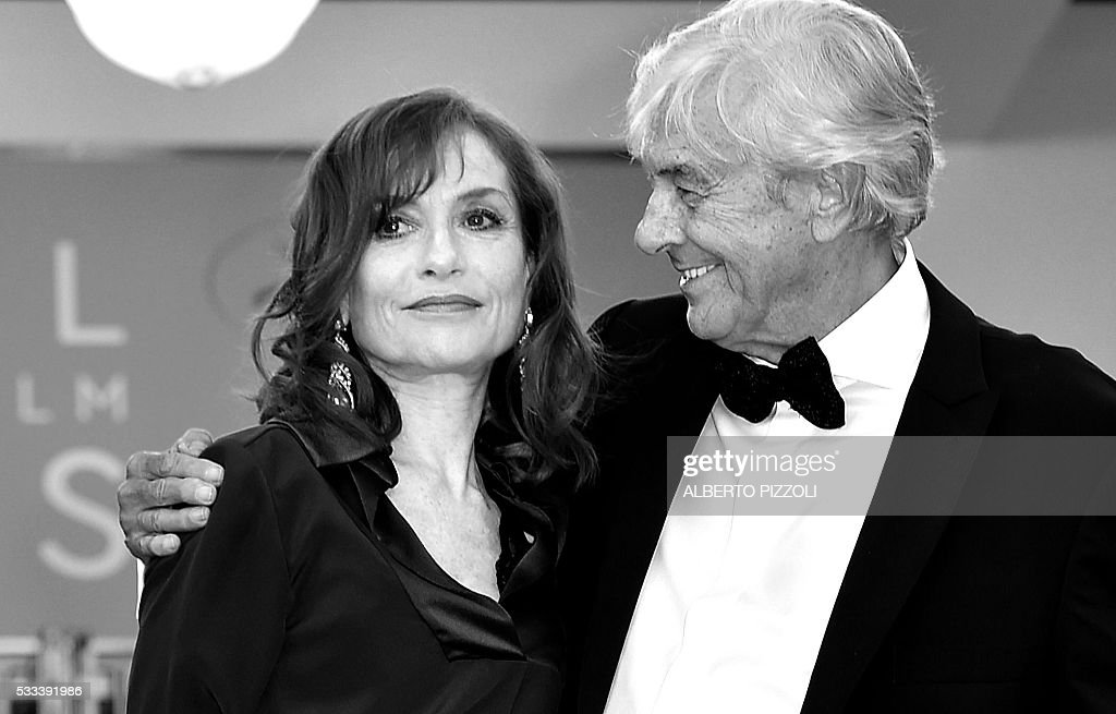 Dutch director Paul Verhoeven and French actress Isabelle Huppert pose as they arrive on May 21, 2016 for the screening of the film 'Elle' at the 69th Cannes Film Festival in Cannes, southern France. / AFP / ALBERTO