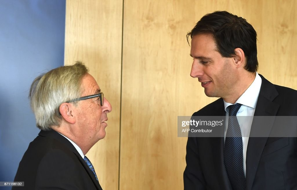 Dutch Finance Minister Wopke Hoekstra (R) is welcomed by European Commission President Jean-Claude Juncker at the European Commission in Brussels on November 7, 2017. /