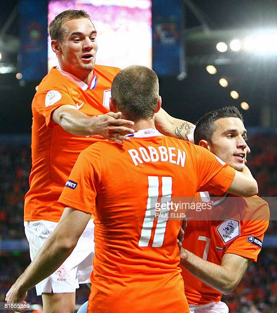 Dutch forward Arjen Robben , Dutch forward Robin van Persie and Dutch midfielder Wesley Sneijder celebrate Van Persie's goal during the Euro 2008...
