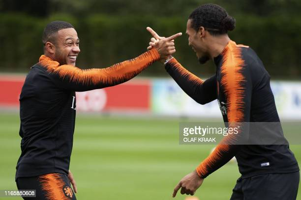 Dutch forward Memphis Depay and Dutch defender Virgil van Dijk joke as they warm up during a training session of Natherlands' national football team...