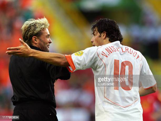 Dutch forward Ruud Van Nistelrooy protests against a decision of the Swedish referee Anders Frisk 30 June 2004 at the Estadio Jose de Alvalade in...