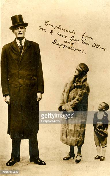 Dutch Giant Jan Van Albert with his wife and Dwarf Beppetoni 1911