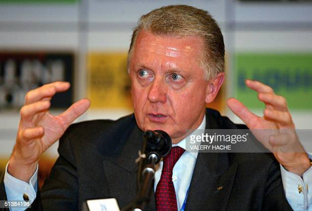 Dutch Hein Verbruggen president of UCI gives a press conference during the 2004 UCI road world championships 02 October 2004 in Verona AFP PHOTO...