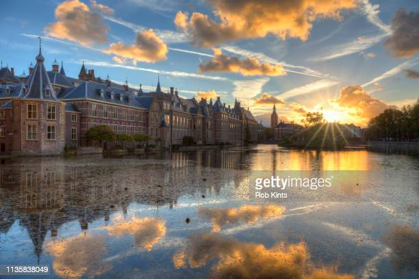 dutch houses of parliament ( binnenhof ) reflected in the court pond ( hofvijver ) at sunset - the hague stock pictures, royalty-free photos & images