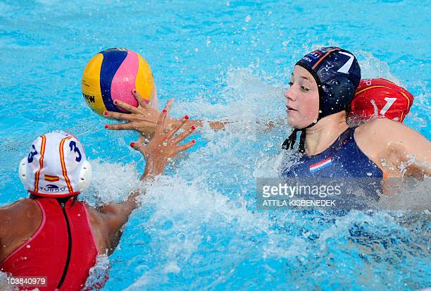 Dutch Iefke van Belkum figths for the ball Spanish Anna Espar in the Mladost venue swimming pool of Zagreb on September 4 2010 during their group...