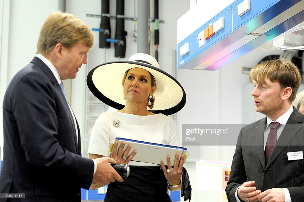 Dutch King Willem-Alexander and Dutch Queen Maxima talk to the institute's director Carsten Agert during their visit of the EWE research center's laboratory 'Next Energy' on May 26, 2014 in Oldenburg, Germany.