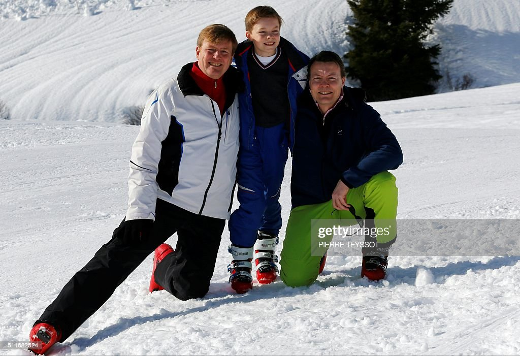 Dutch King Willem-Alexander of The Netherlands (L) with Prince Constantijn (L) and his son count Claus-Casimir pose at a photocall during their ski holidays, in Lech am Arlberg, Austria, on February 22, 2016 / AFP / PIERRE