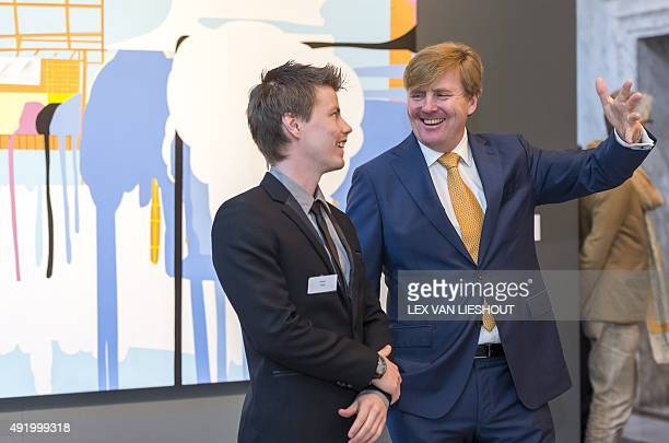 Dutch King WillemAlexander talks with Finnish painter Jouni Toni during the presentation of the Royal Award for Modern Painting 2015 at the Royal...