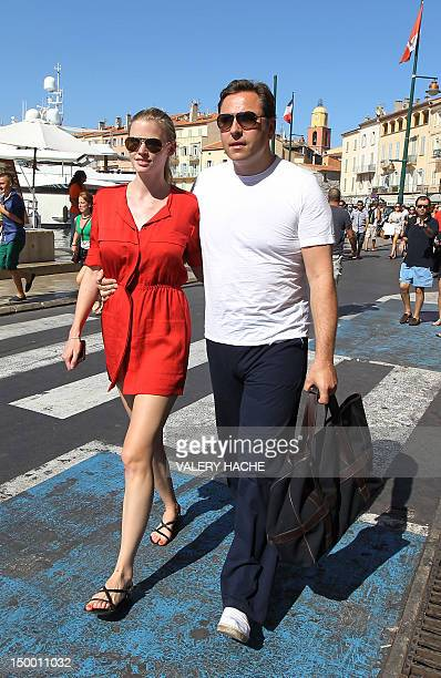 Dutch model Lara Stone walks with her husband British humorist David Walliams along the harbor in the French Mediterranean city of SaintTropez on...