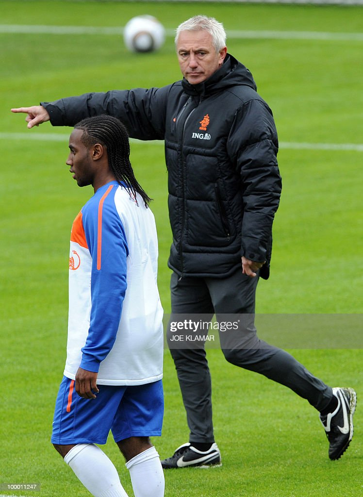 Dutch national football player Vernon Anita (L) looks on as head coach Bert Van Marwijk gestures to lead the Dutch national football team's first practice at their training camp in Tyrolian village in Seefeld on May 20, 2010, prior to the FIFA World cup 2010 in South Africa.