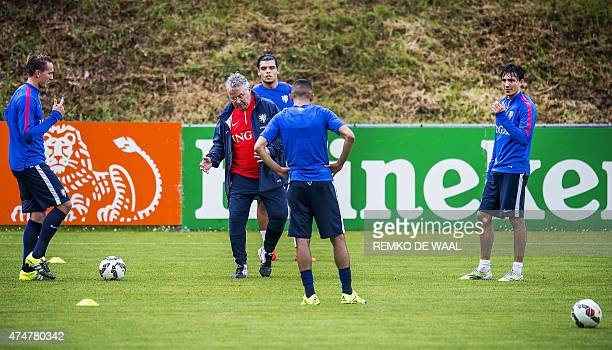 Dutch national soccer team head coach Guus Hiddink gives instuctions during his team's training in Hoenderloo on May 26 2015 The team is preparing...