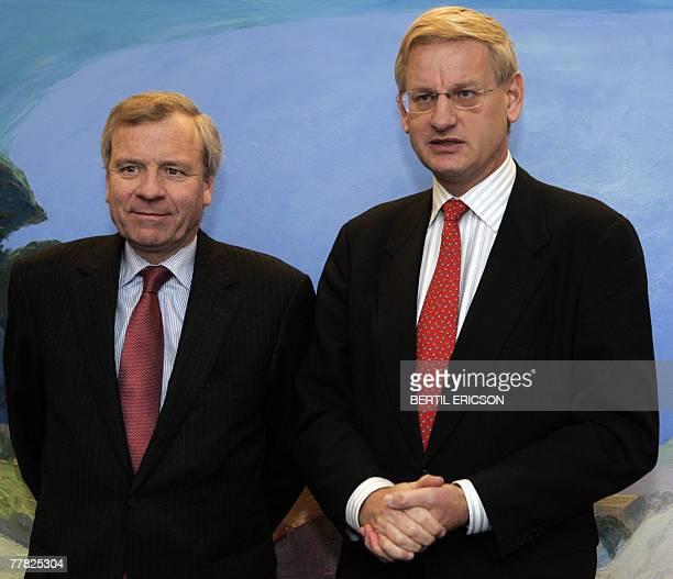 Dutch NATO Secretary General Jaap de Hoop Scheffer and Swedish Foreign Minister Carl Bildt speaks to the media, 09 November, 2007 at Grand Hotel in...