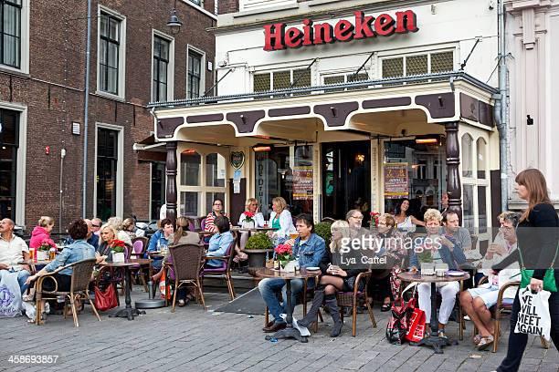 dutch outdoor café - 's hertogenbosch stockfoto's en -beelden