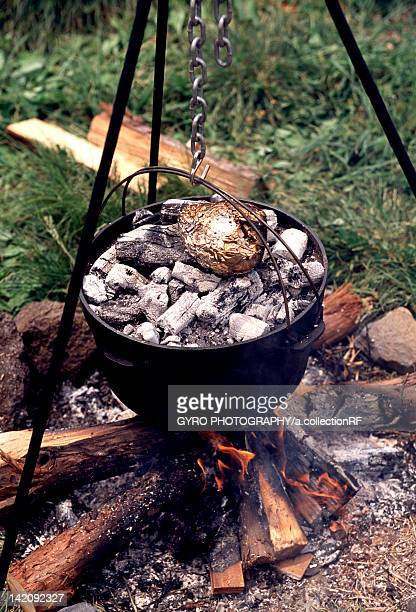 dutch oven over campfire - ダッチオーブン ストックフォトと画像