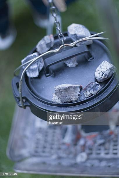 dutch oven,close-up - ダッチオーブン ストックフォトと画像