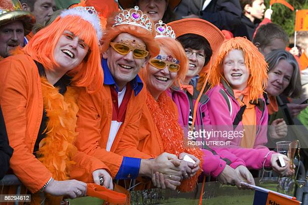 Dutch people wait for the visit of the royal family in Apeldoorn on April 30 2009 Dutch Queen Beatrix and royal family members visit Apeldoorn during...