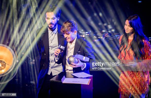 Dutch perfomer Lil' Kleine receives the MTV European Music award for best Dutch act from Monica Geuze and Kay Nambiar during the EMA preparty in...