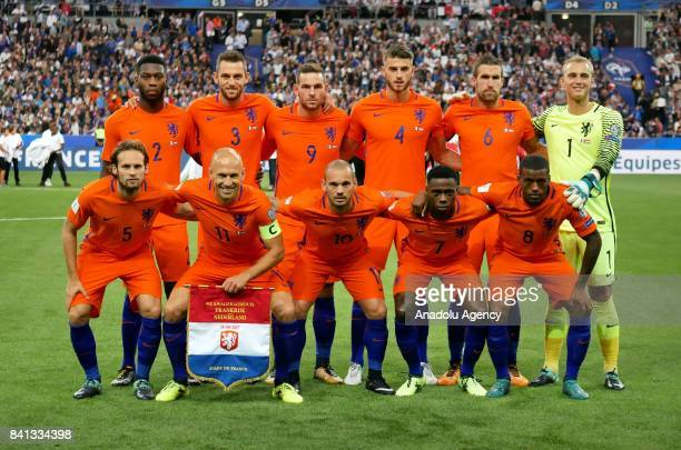 Dutch players pose ahead of the FIFA World Cup 2018 qualifying Group A match between France and Netherlands at the Stade de France in SaintDenis...