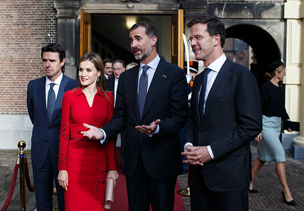 ¿Cuánto mide Santiago Abascal? - Estatura real: 1,80 Dutch-prime-minister-mark-rutte-leaves-the-ministry-of-general-with-picture-id457286858?k=6&m=457286858&s=612x612&w=0&h=LW0siEU1McujuudaIewphRbGAOGzmsv4C_WzEvLviH8=