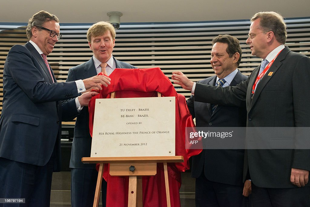 Dutch Prince Willem-Alexander (2nd-L) and John William Sabino Ometto (2nd-R), Vice President of the Federation of Industries of Sao Paulo State (FIESP), unveil the plate of 'BE-Basic Hub' during the seminar 'Bioeconomy: the Dutch innovating knowledge and system' at the FIESP in Sao Paulo, Brazil on November 21, 2012. AFP PHOTO/Yasuyoshi CHIBA