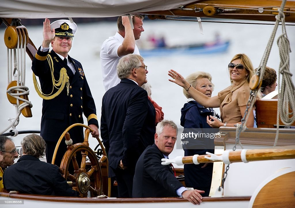 Dutch prince Willem-Alexander (L), Princ : News Photo