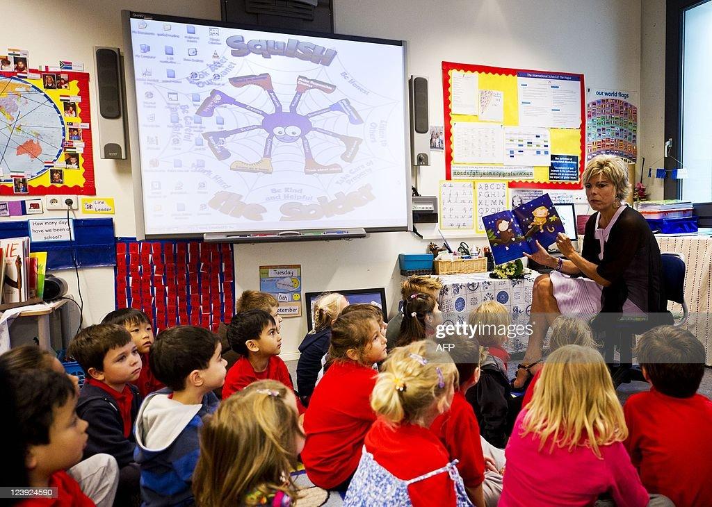 Dutch Princess Laurentien reads to stude : News Photo
