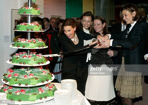 Dutch Princesses Anita Aimee Annette and Marilene cut a large royal cake to kick off the annual Christmas presentation at the Loo Palace on December...
