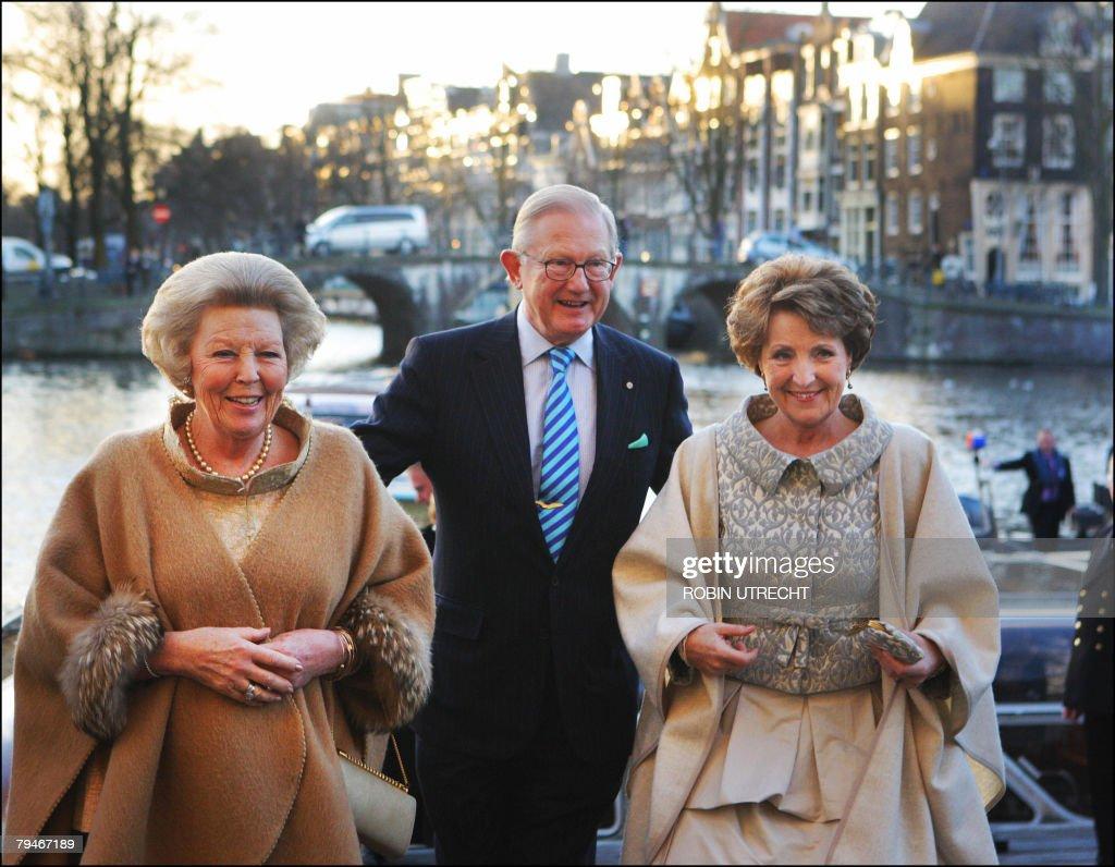 Dutch Queen Beatrix (L), Pieter van Voll : News Photo
