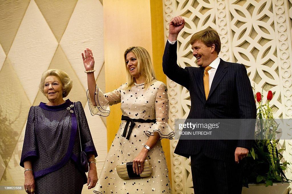Dutch Queen Beatrix (L), Princess Maxima : News Photo