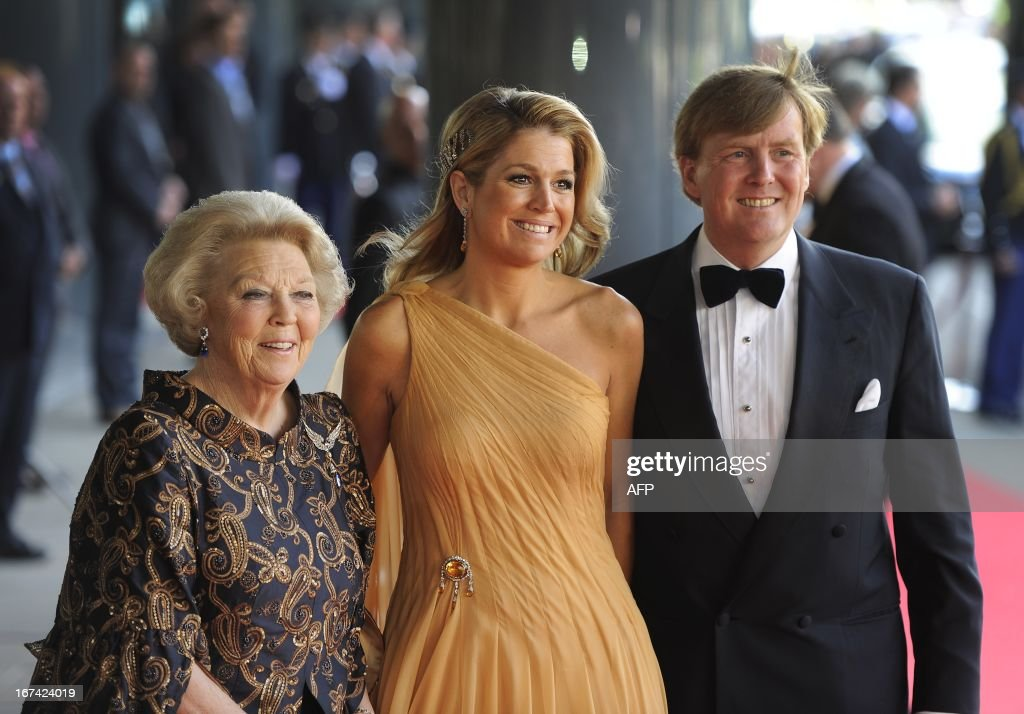 Dutch queen Beatrix (L), Princess Maxima (C) and prince Willem Alexander (R) arrive at the Concertgebouw in Amsterdam. Princess Maxima received on May 27, 2011 a concert by the Royal Concertgebouw Orchestra in Amsterdam as a gift for her 40th birthday. AFP PHOTO / ANP / ROYAL IMAGES / TOUSSAINT KLUITERS netherlands out - belgium out