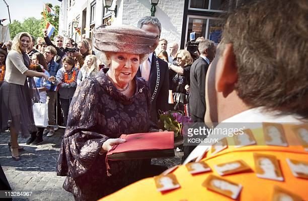 Dutch Queen Beatrix talks with royal fans in the crowd during the Queen's day celebration in Thorn on April 30 2011 AFP STORY / ANP / KOEN SUYK