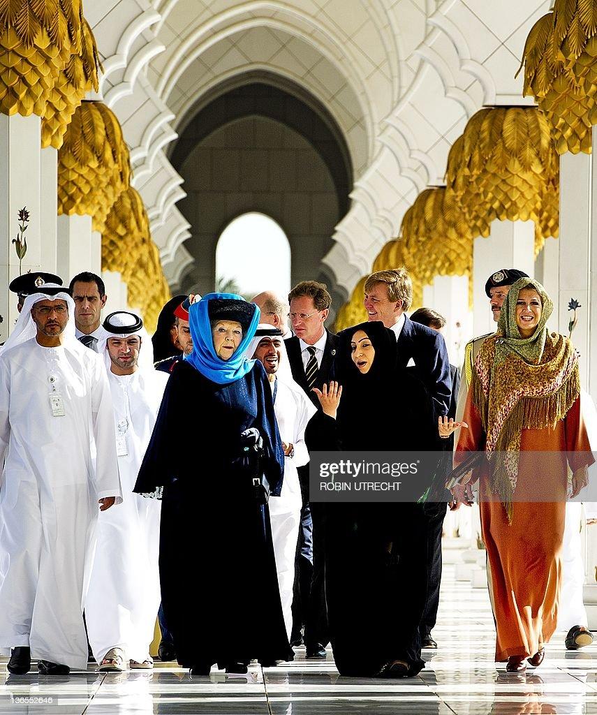 Dutch Queen Beatrix (3rdL) visits togeth : News Photo