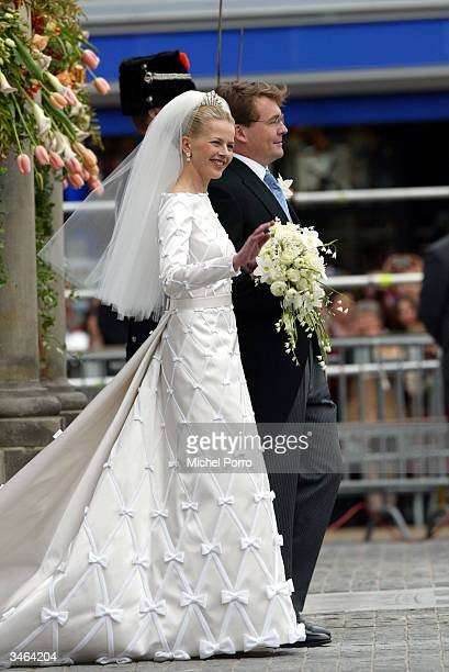Dutch Queen Beatrix's second son, Prince Johan Friso and Mabel Wisse Smit leave the City Hall after the civil ceremony on April 24, 2004 in Delft,...