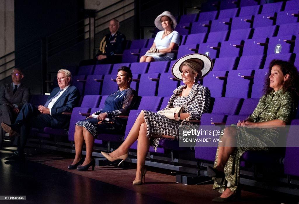 NETHERLANDS-ROYALS-THEATRE : News Photo