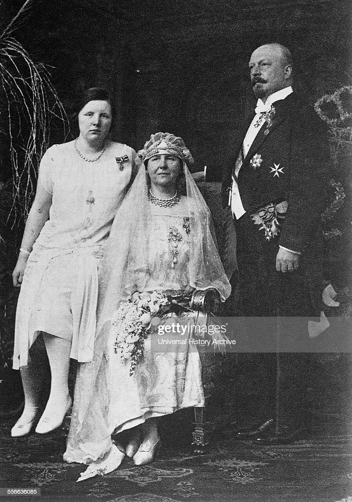 Dutch Royal Family, Queen Wilhelmina, Prince Hendrick and Princess Juliana. Circa 1925. : News Photo