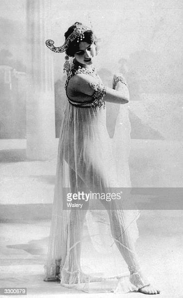 Dutch spy and dancer Mata Hari performs the Dance of the Seven Veils