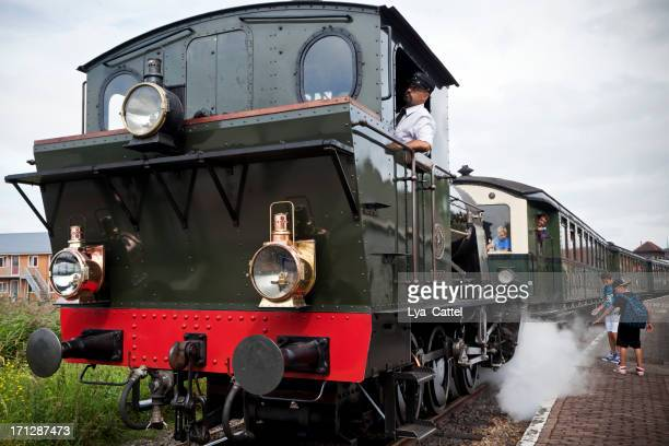 dutch steam train # 2 xl - cowcatcher stock pictures, royalty-free photos & images