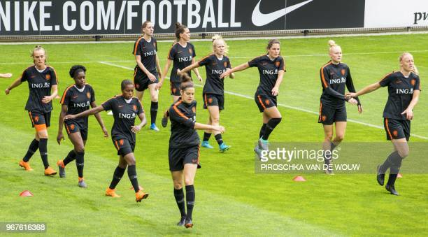 Dutch women's football team players take part in a training session in Zeist, on June 5, 2018. - The Netherlands is preparing for the World Cup...