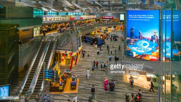 duty free shop,changi airport,singapore - チャンギ空港 ストックフォトと画像