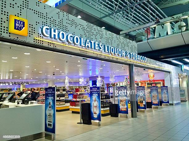 duty free store in shiphol airport, amsterdam - duty free stock pictures, royalty-free photos & images