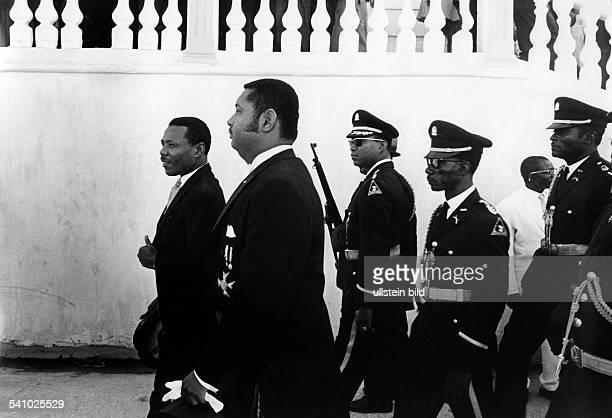 Duvalier, Jean Claude 'Baby Doc' *-Politiker, Staatspräsident 1971-86, HaitiPräsident Duvalier mit seinemVerteidigungs- und Innenminister...