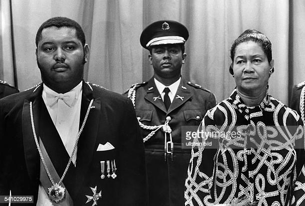 Duvalier, Jean Claude 'Baby Doc' *-Politiker, Staatspräsident 1971-86, Haiti- bei einem Staatsakt zusammen mit seinerMutter.ohne weitere Angaben1972