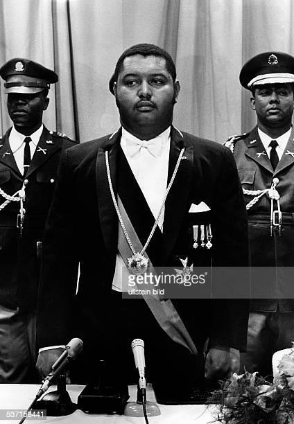 Duvalier, Jean Claude 'Baby Doc' , Politiker, Staatspräsident 1971-86, Haiti, mit Amtsschärpe und Orden bei einem Staatsakt, ohne weitere Angaben,...
