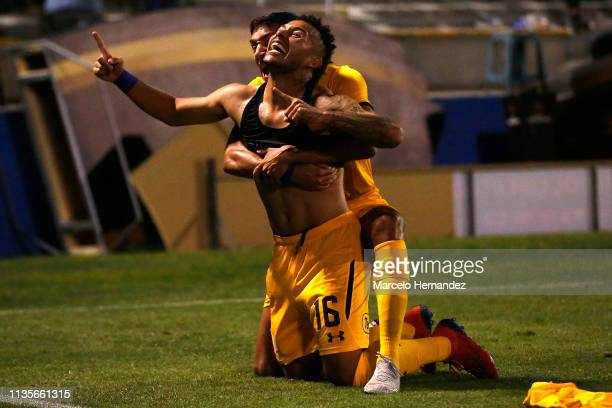 Duvan Vergara of Rosario Central celebrates after scoring the first goal of his team during a group H match between Universidad Católica and Rosario...