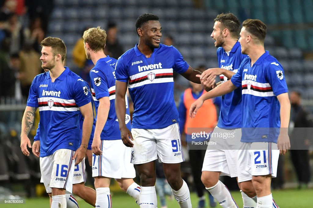 Duvan Zapata and Sampdoria players at the end of the serie A match between UC Sampdoria and Bologna FC at Stadio Luigi Ferraris on April 18, 2018 in Genoa, Italy.