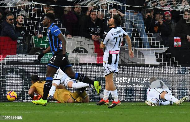 Duvan Zapata of Atalanta BC celebrates after scoring his team second goal during the Serie A match between Udinese and Atalanta BC at Stadio Friuli...