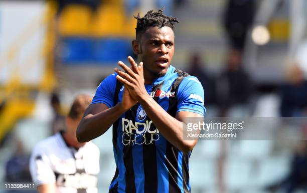 Duvan Zapata of Atalanta BC celebrates after scoring his team third goal during the Serie A match between Parma Calcio and Atalanta BC at Stadio...