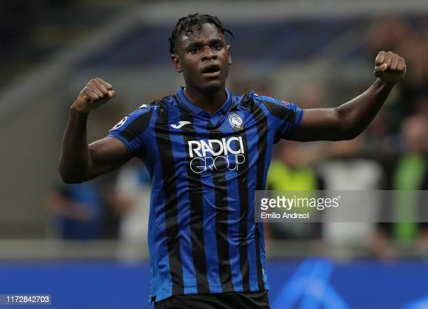 Duvan Zapata of Atalanta BC celebrates after scoring the opening goal during the UEFA Champions League group C match between Atalanta and Shakhtar...